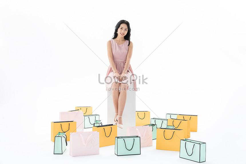 shopping women with shopping bags