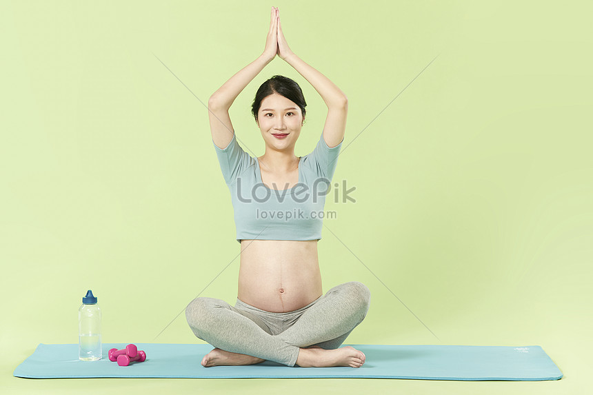 Pregnant Woman Doing Yoga Exercise Photo Image Picture Free Download 501622437 Lovepik Com