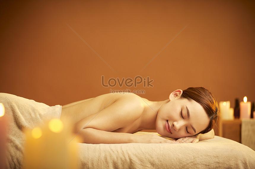 female spa back display