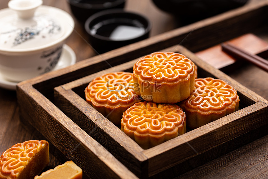 mid autumn festival moon cakes in a wooden box