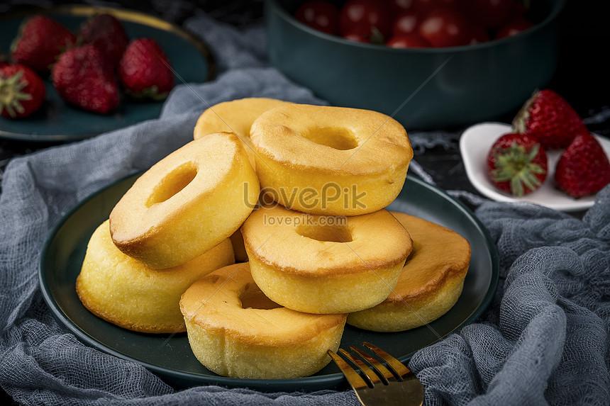 comida de bolo na mesa